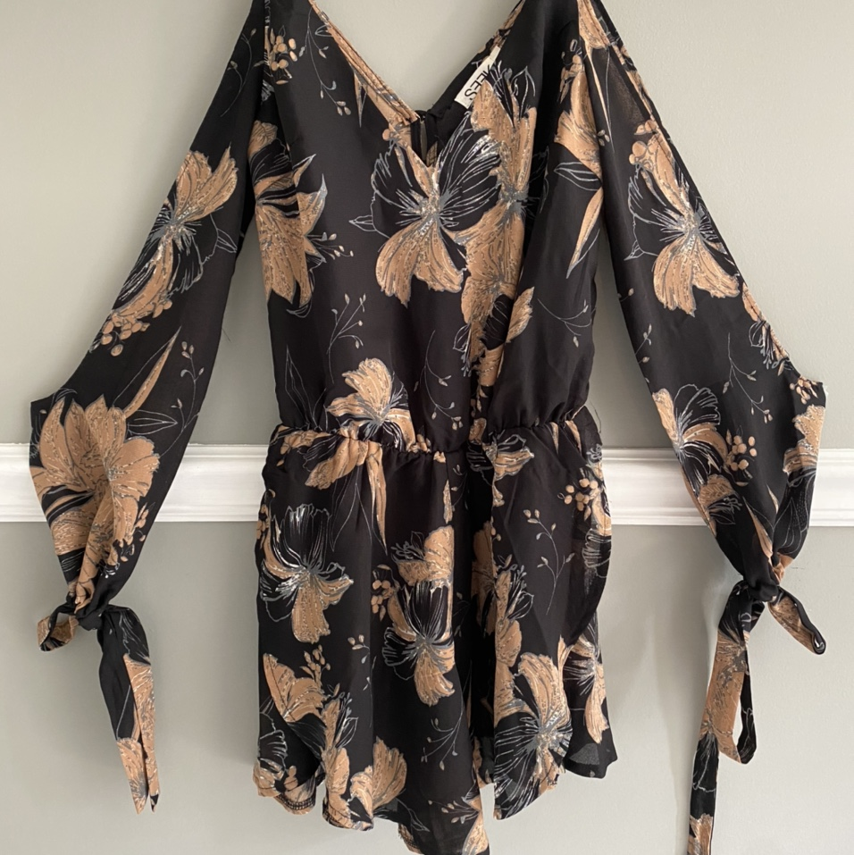 Product Image 1 - Floral Romper from a boutique  Size: