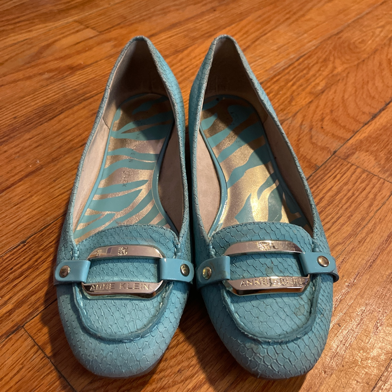 Product Image 1 - Beautiful turquoise Anne Klein flats