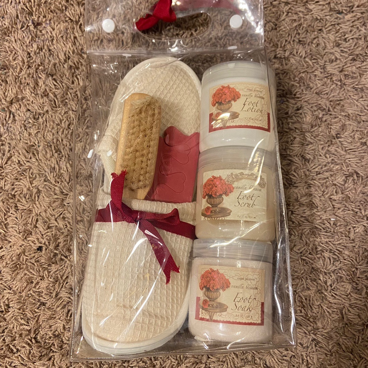 Product Image 1 - SIMPLE PLEASURES FOOT CARE SET  opened