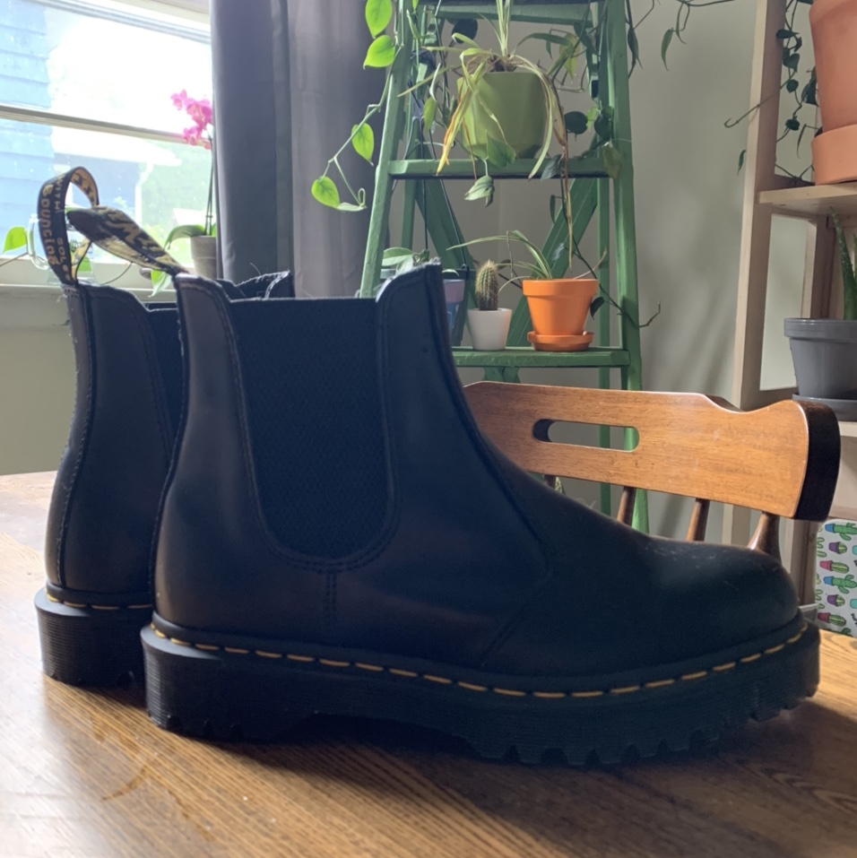 Product Image 1 - dr. martens chelsea boots size